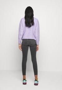 Good American - LEGS CROP - Jeans Skinny Fit - black - 2