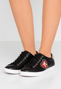 KARL LAGERFELD - KUPSOLE II K-LOVE LACE - Trainers - black/red - 0