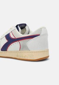 Diadora - MAGIC ICONA UNISEX - Sneaker low - white/twilight blue - 4