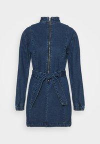 Glamorous - MINI DRESS WITH PUFF LONG SLEEVES HIGH NECK AND TIE BELT - Sukienka jeansowa - dark stonewash - 0