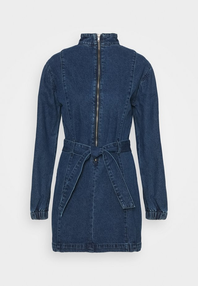 MINI DRESS WITH PUFF LONG SLEEVES HIGH NECK AND TIE BELT - Vestito di jeans - dark stonewash