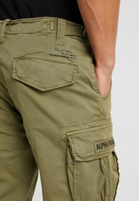 Alpha Industries - SQUAD - Cargo trousers - olive