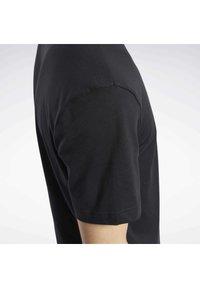 Reebok Classic - CLASSICS SMALL VECTOR T-SHIRT - Print T-shirt - black - 5