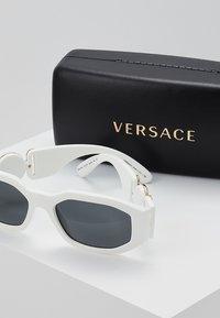 Versace - UNISEX - Sluneční brýle - white/black - 2
