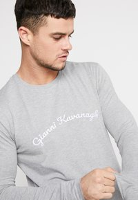 Gianni Kavanagh - CALLIGRAPHY LONG SLEEVE  - Long sleeved top - grey - 4