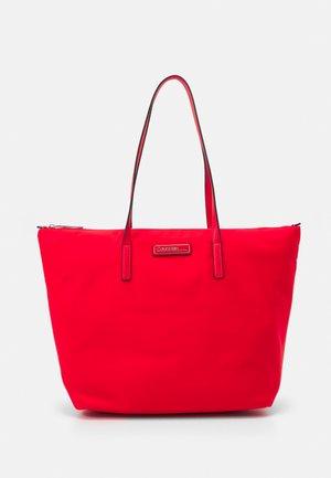 SHOPPER ZIP - Handbag - red