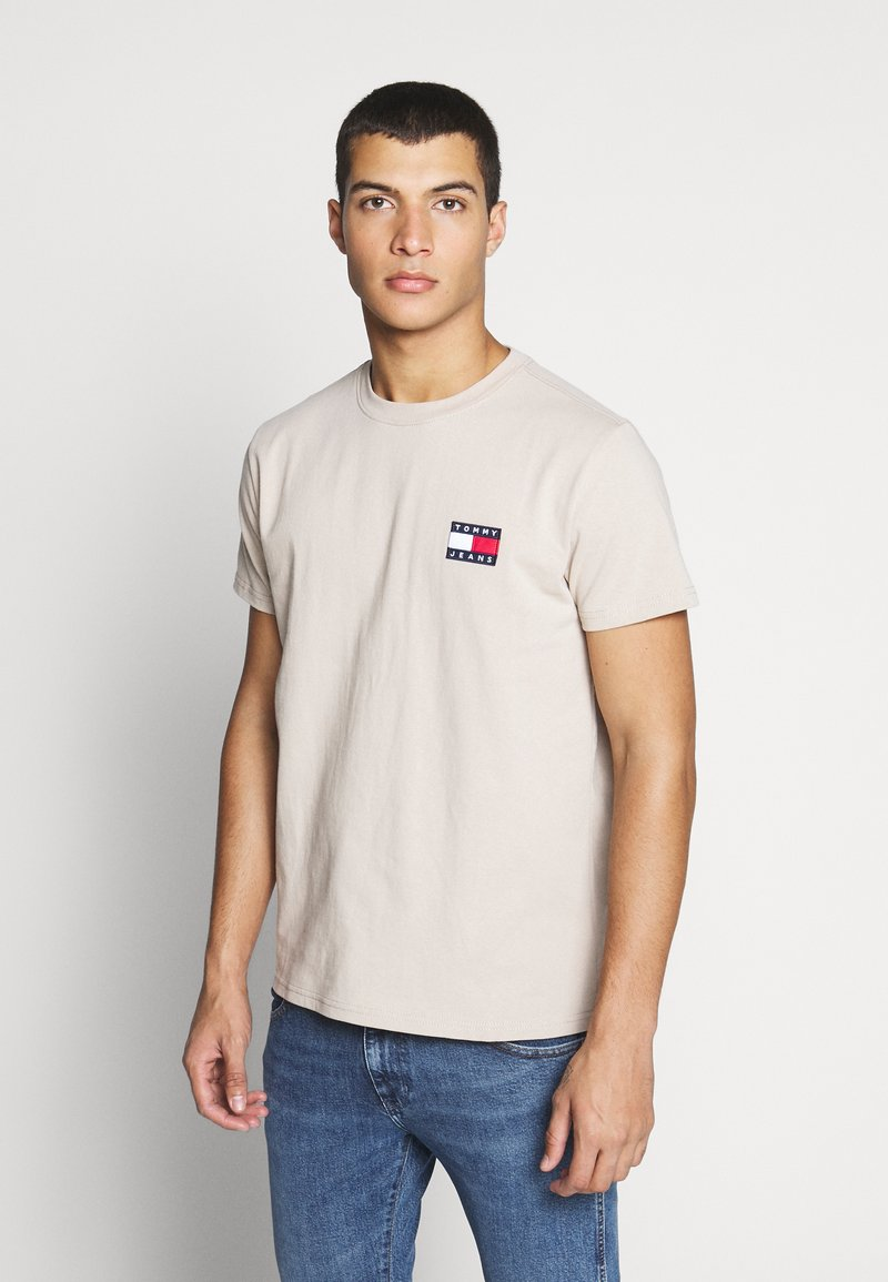 Tommy Jeans - BADGE TEE  - Basic T-shirt - stone