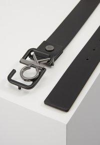 Calvin Klein - 35MM SIGNATURE BUCKL BELT - Pasek - black - 2