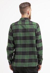 Dickies - SACRAMENTO - Skjorter - pine green - 2