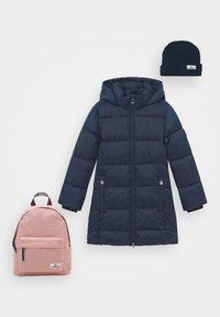 dark blue/old pink
