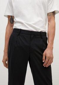 Mango - BRETON - Pantalones chinos - black - 4