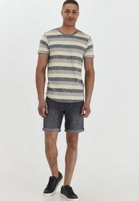 Solid - RUNDHALSSHIRT THICCO - Print T-shirt - black - 1