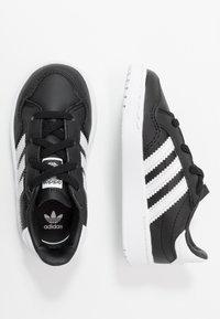 adidas Originals - TEAM COURT - Półbuty wsuwane - core black/footwear white - 0