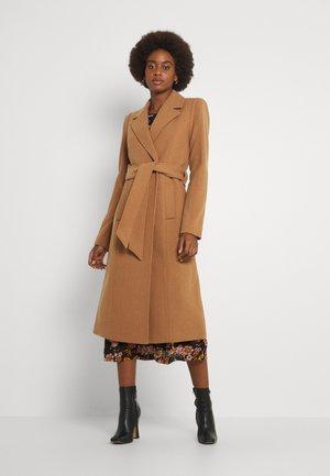 YASKILIVA COAT - Klasyczny płaszcz - tobacco brown