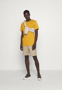 Les Deux - NØRREGAARD - T-shirt basique - yellow - 1
