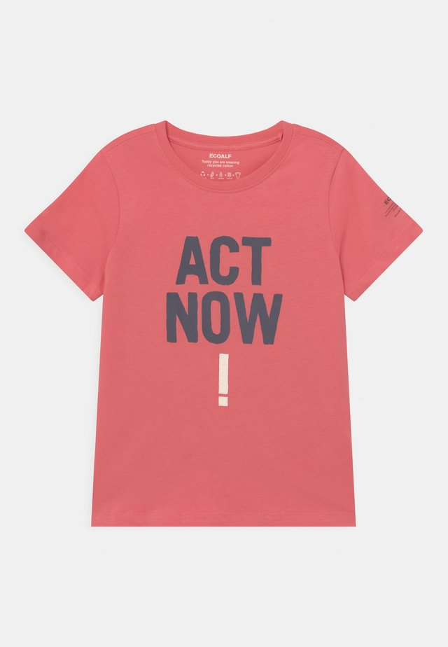 BALUME ACT NOW UNISEX - Print T-shirt - coral