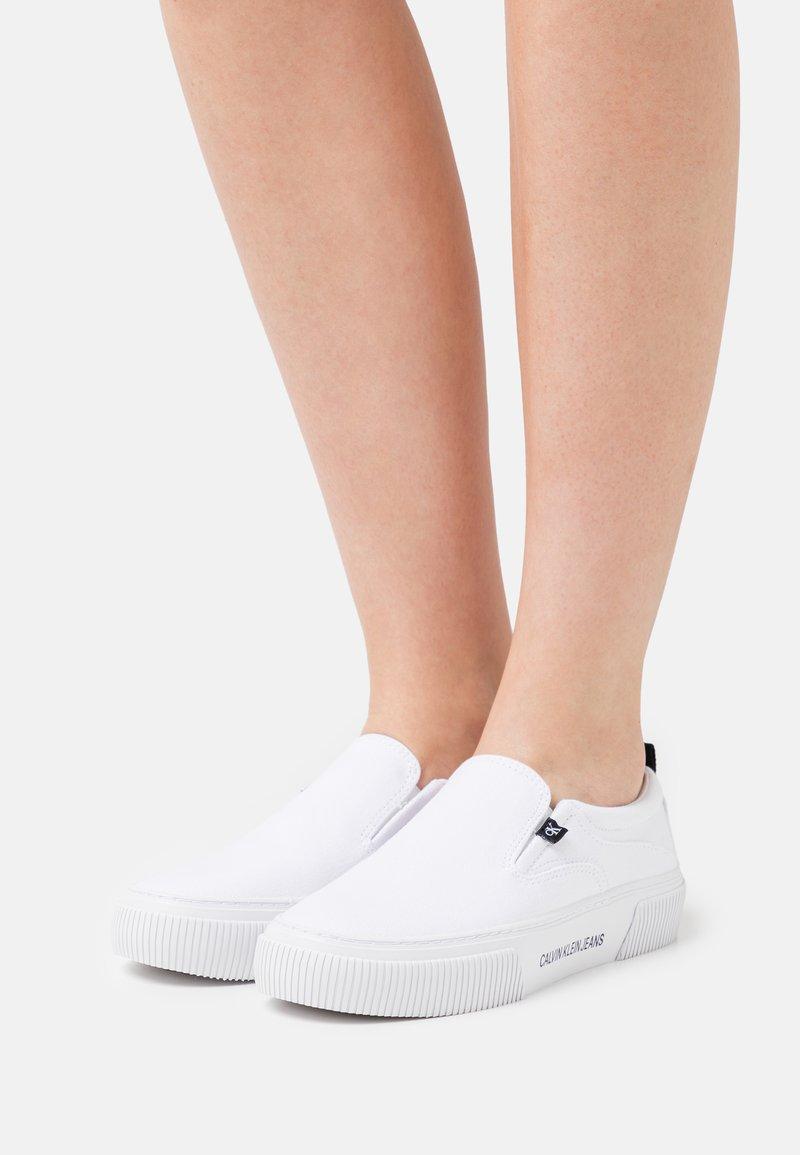 Calvin Klein Jeans - VULCANIZED SKATE - Slip-ons - bright white