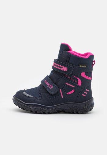 HUSKY - Winter boots - blau/rosa
