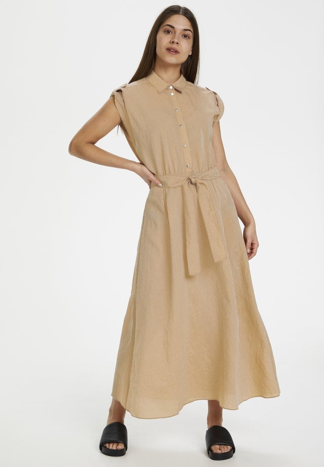 FEYAIW DRESS - Skjortklänning - cayenne