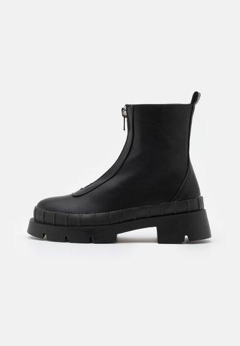 ANNYA - Kotníkové boty na platformě - black