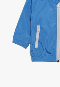 BOSS Kidswear - HOODED WINDBREAKER - Light jacket - vague - 3