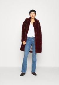 Karen by Simonsen - CAZZLE COAT - Winter coat - winetasting - 1