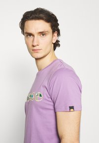 Ellesse - LANBRONE - T-shirt z nadrukiem - lilac - 3