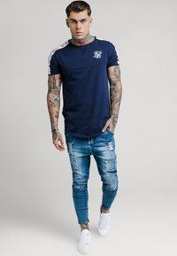 SIKSILK - SKINNY FIT PATCH - Skinny džíny - washed blue - 1