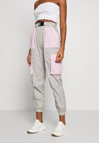 Missguided - CODE CREATE BUCKLE BELT TRACKSUIT BOTTOMS - Trainingsbroek - grey/pink - 0