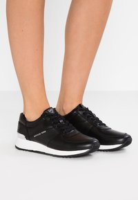 MICHAEL Michael Kors - ALLIE - Sneakers laag - black - 0