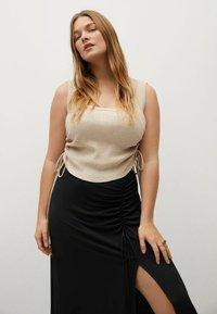 Violeta by Mango - MET GESMOKT DETAIL - A-line skirt - zwart - 3