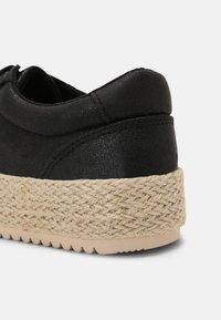 mtng - CARIBE - Sneakersy niskie - black - 7