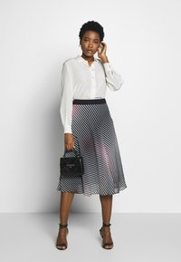 Betty & Co - A-line skirt - rosé/black - 1