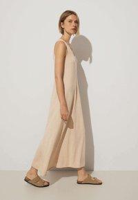OYSHO - Pletené šaty - beige - 2