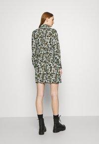 Pieces - PCFRIDINEN DRESS - Shirt dress - jadeite - 2