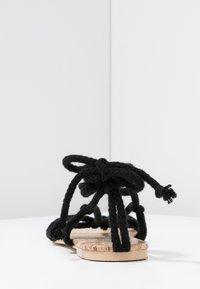 Public Desire - MOJITO - Sandály s odděleným palcem - black - 5