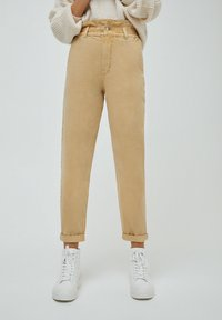 PULL&BEAR - PAPERBAG - Relaxed fit jeans - beige - 0