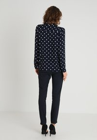 More & More - DOTTED BLOUSE - Blůza - marine - 2