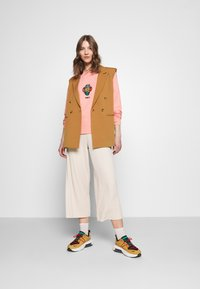 Monki - CILLA TROUSERS - Tracksuit bottoms - beige - 1