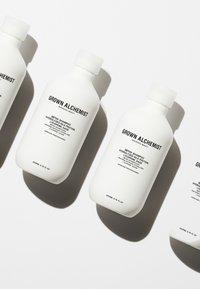 Grown Alchemist - DETOX - SHAMPOO 0.1 HYDROLYZED SILK PROTEIN, LYCOPENE, SAGE - Shampoo - - - 1