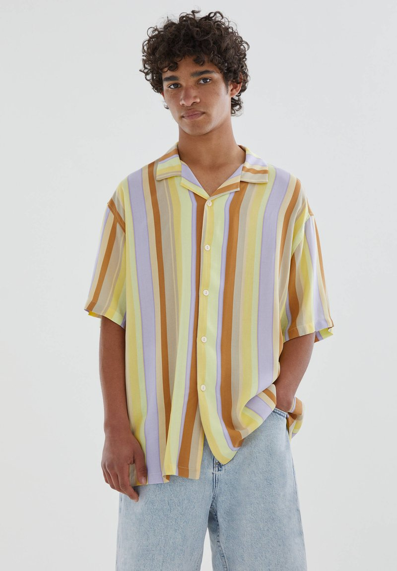 PULL&BEAR - Skjorta - yellow