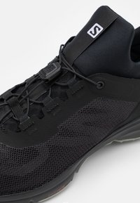 Salomon - AMPHIB BOLD 2 - Chaussures de running - black/quarry - 5