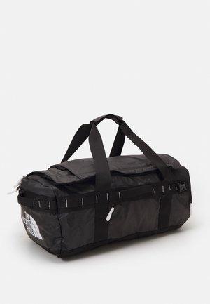 BASE CAMP VOYAGER DUFFEL UNISEX - Weekend bag - black/white