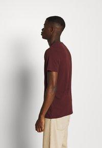Abercrombie & Fitch - TECHNIQUE LOGO EUROPE - Print T-shirt - burg - 2
