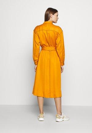 THE UTILITY MIDI DRESS - Shirt dress - marmalade