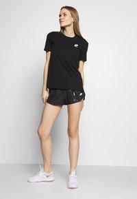 Lotto - VABENE SHORT - Sports shorts - all black - 1