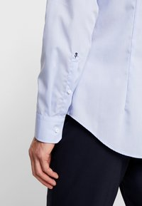 Seidensticker - SLIM FIT SPREAD KENT PATCH - Zakelijk overhemd - blue - 5