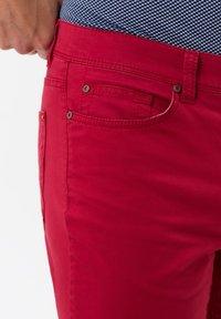 BRAX - STYLE CADIZ - Slim fit jeans - cherry - 3