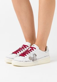 MOA - Master of Arts - Trainers - white - 0