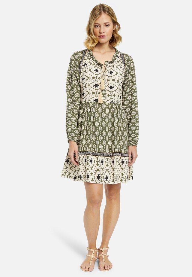 Vapaa-ajan mekko - oliv print